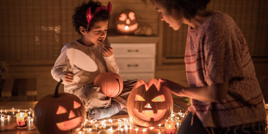 halloween decorating with kids